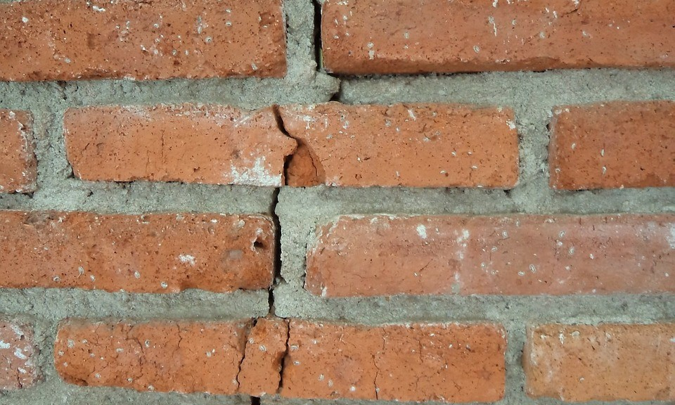 Cracking walls are a sign of foundation damage